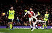 Torreira's acrobatic stretches Arsenal's unbeaten run to 21