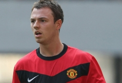 Man Utd sign up Evans