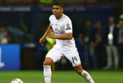 Real Madrid midfielder out with broken leg