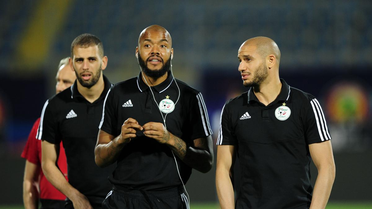 Algerian goalkeeper Rais M'Bolhi scoops two awards at AFCON