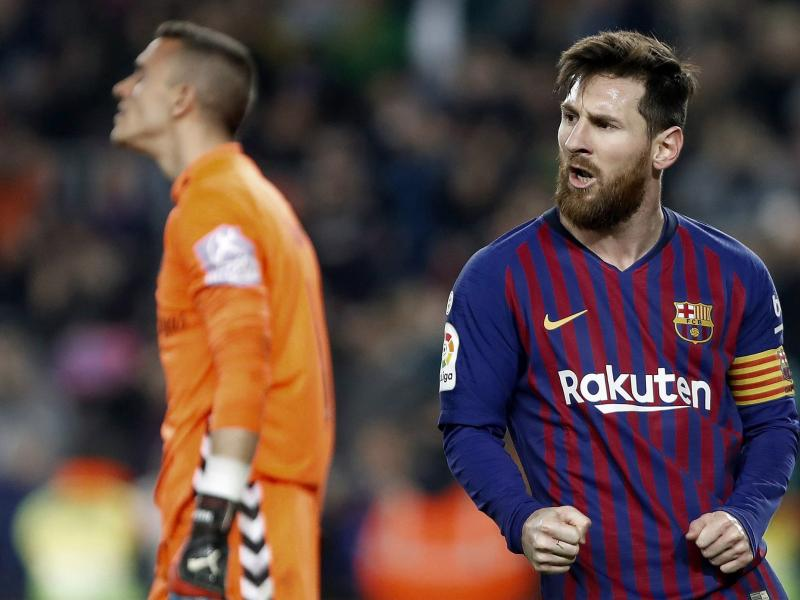 Messi scorers and misses a penalty as Barcelona edge Valladolid