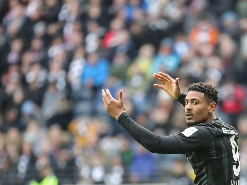 West Ham look to Danny Welbeck to cover for record signing of Sebastien Haller
