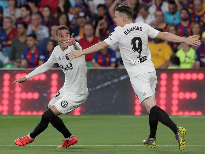 Valencia stun Barcelona to a 2-1 win to end 11 year wait for Copa del Rey
