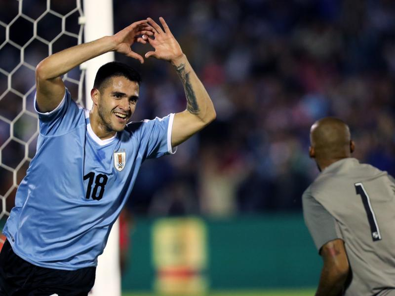 West Ham & Valencia in bidding war for Maxi Gomez