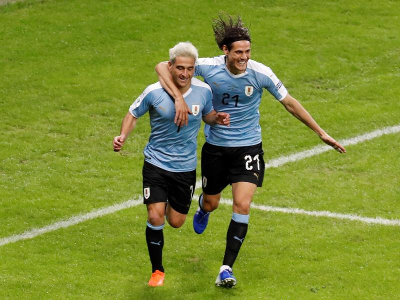 Edinson Cavani lifts the lid on row with Lionel Messi after 'offering to fight' Argentina star