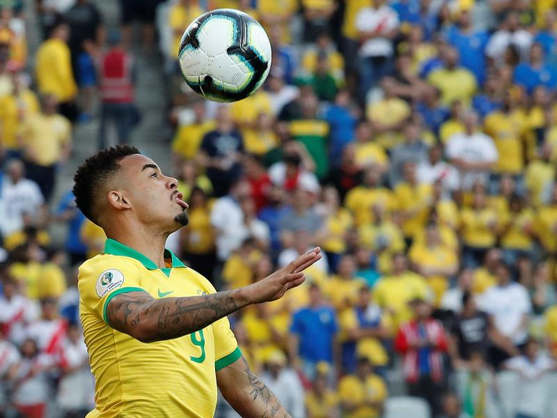 Brazil manager Tite reacts after Gabriel Jesus missed a penalty against Peru