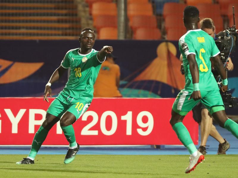 Senegal national team donates cash to fight coronavirus