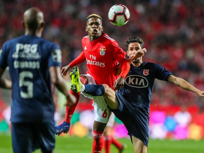 Manchester United to rival neighbors City for Benfica starlet