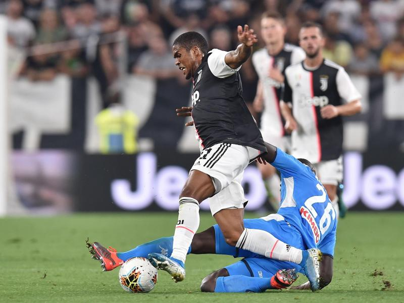 Douglas Costa fires back at former agent over Manchester United transfer comments