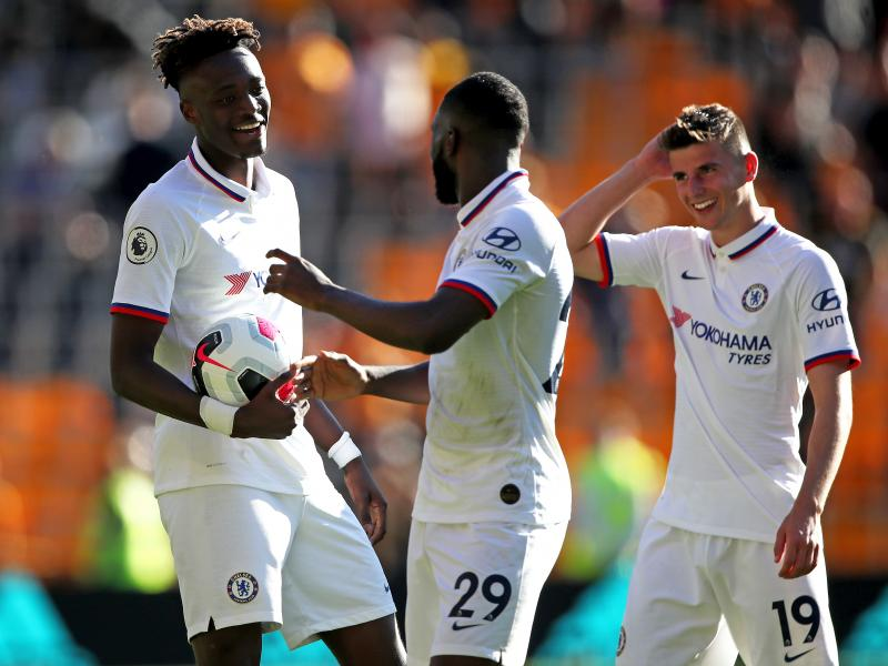 Tammy Abraham reacts to Fikayo Tomori scoring his first Chelsea goal