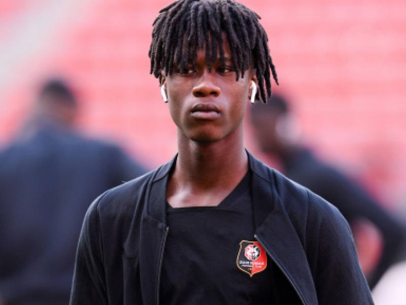 🏆🇦🇴 Eduardo Camavinga becomes youngest player to win Ligue 1 Player of the Month award