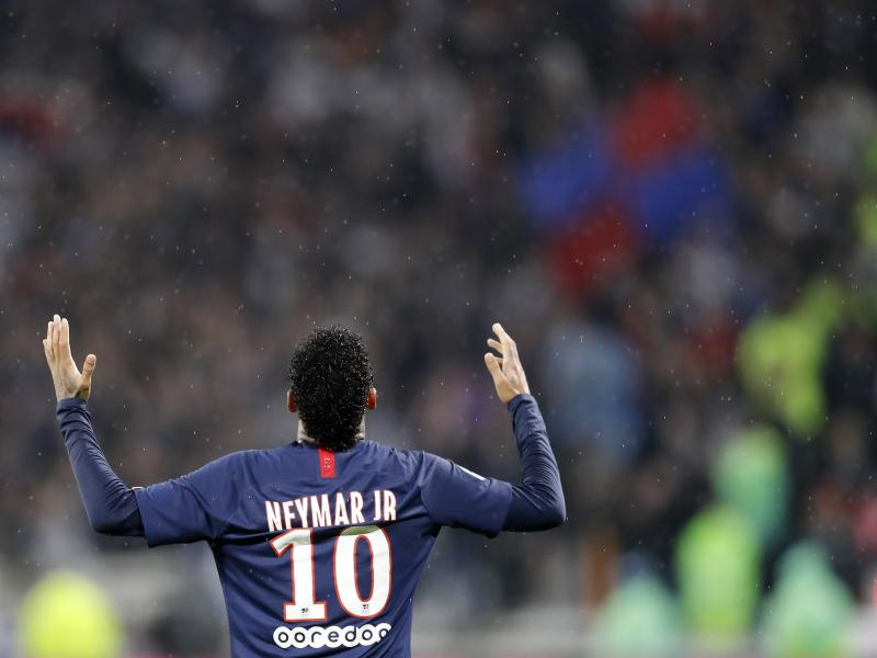 Booed, objects thrown at him but Neymar once again shows why PSG need him