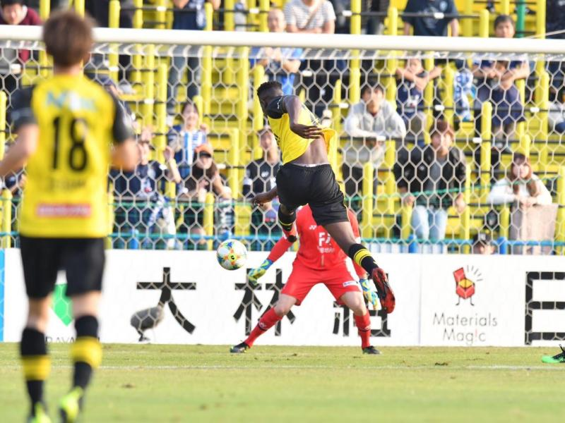 Michael Olunga on the double as Kashiwa consolidate top spot