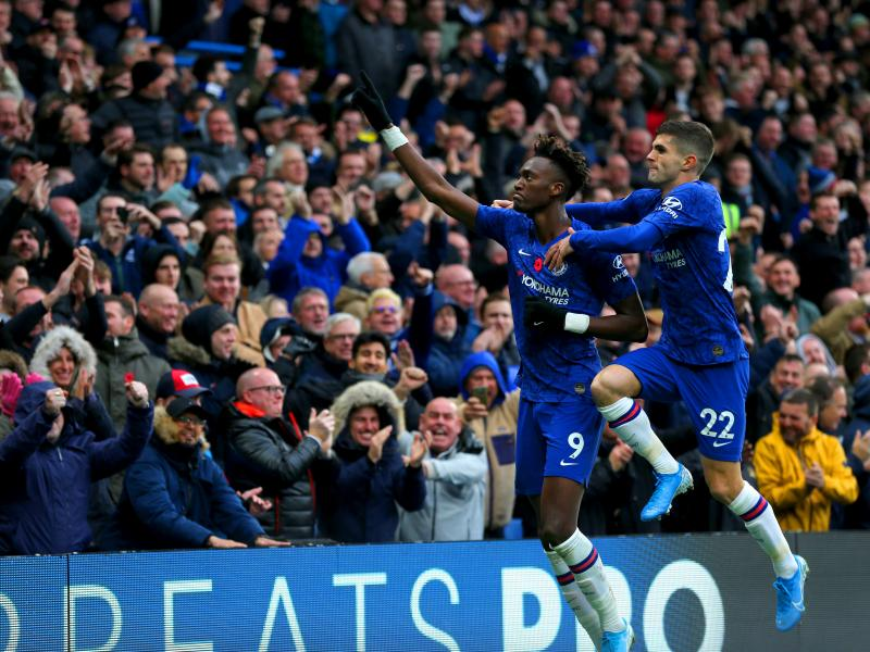 Paul Merson pin points Chelsea trio who can hurt Manchester City's title defense