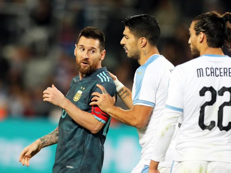 🎥WATCH: Lionel Messi bust-up with Edinson Cavani as Argentina draw Uruguay