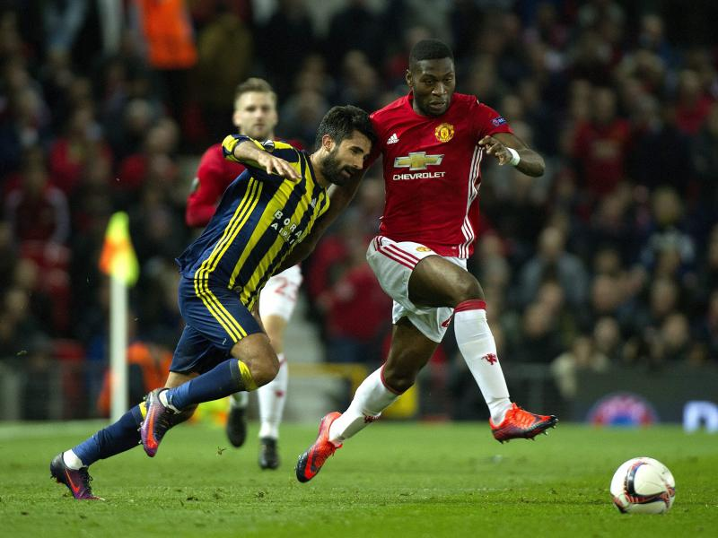 Manchester United defender Fosu Mensah changes agents