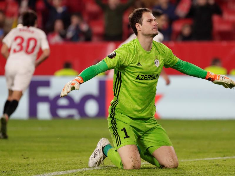 Asmir Begovic arrives in Milan ahead of loan move from Bournemouth