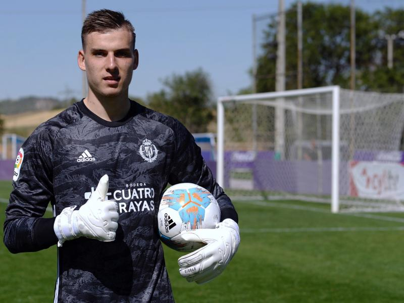 OFFICIAL: Real Madrid loan goalkeeper Andriy Lunin to Real Oviedo