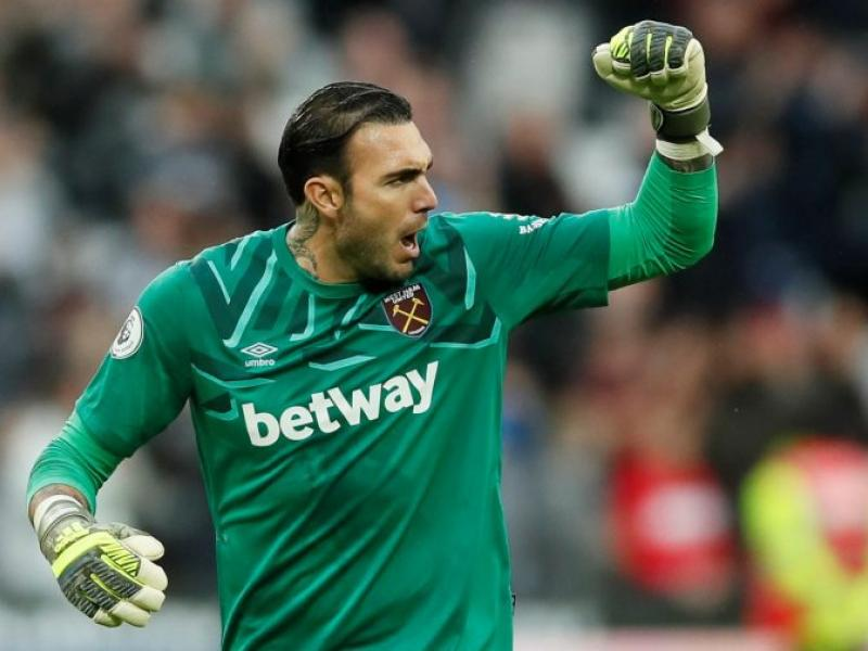 🧤 West Ham goalkeeper Roberto shipped out on loan to Deportivo Alaves