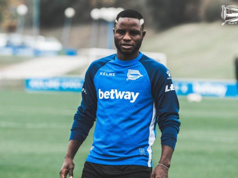 Mubarak Wakaso completes move to Chinese Super League from Deportivo Alaves