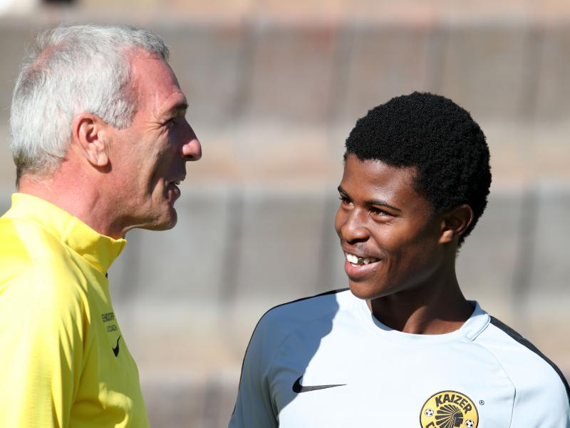 ✌🏾👨‍👦‍👦 Middendorp mentions youngsters who can carry Chiefs through transfer ban