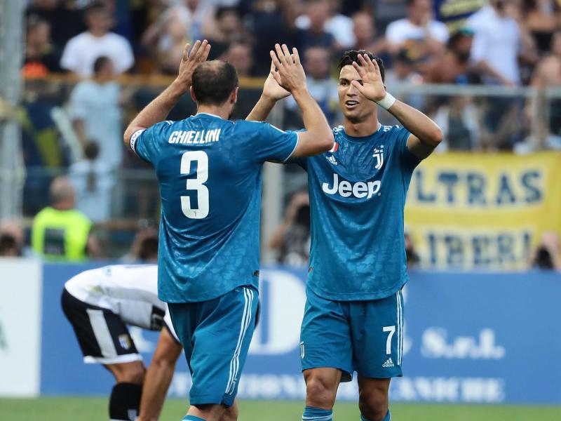 Injured Chiellini named in Juventus' Champions League squad