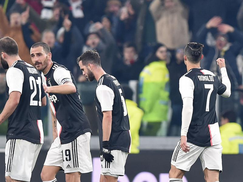 Juventus players and staff agree on pay cut