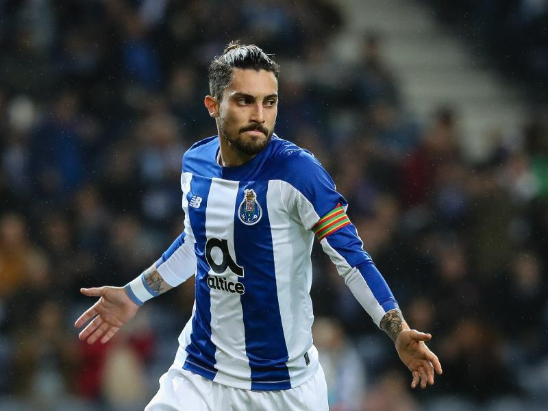 Porto fullback Alex Telles attracting interest from Manchester United