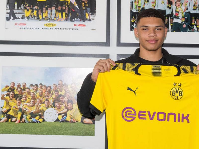 OFFICIAL: Dortmund extends teenage sensation Nnamdi Collins' contract