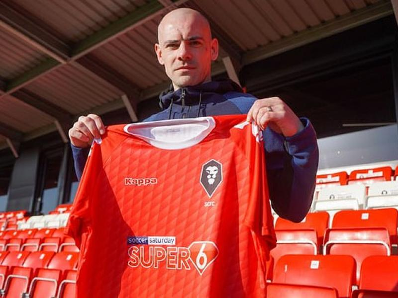 Former Manchester United midfielder Darron Gibson released by Salford City