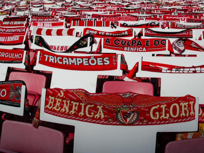 Benfica players injured as fans attack team bus