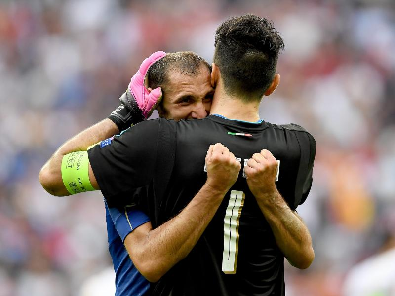 Buffon, Chiellini sign new Juventus contracts