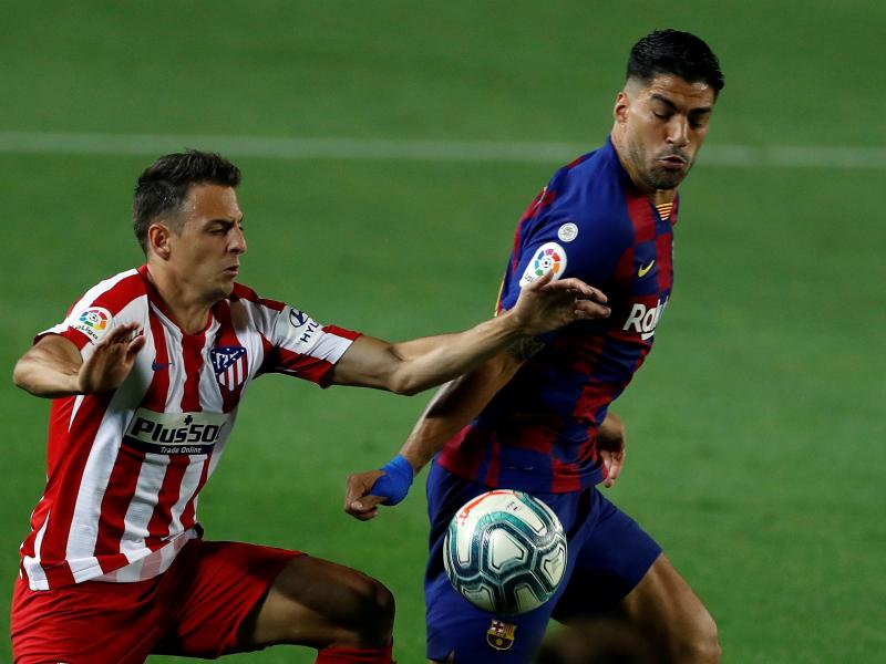 Barcelona 2-2 Atletico Madrid: Spoils shared at Nou Camp as Catalans hand further advantage to Real Madrid in title race
