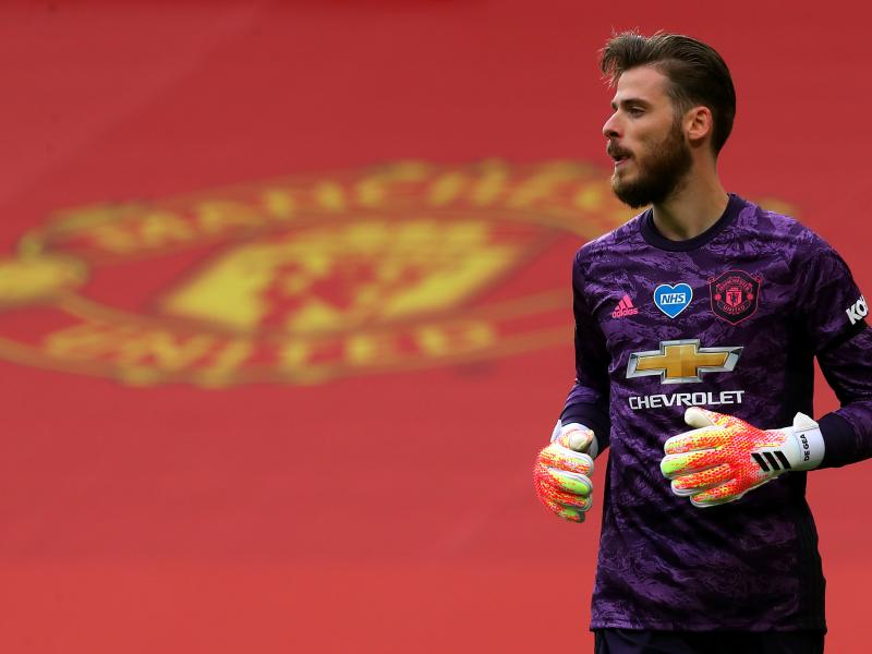 """🇪🇸 """"De Gea again, so sloppy, it's becoming a real problem"""" says Scholes"""