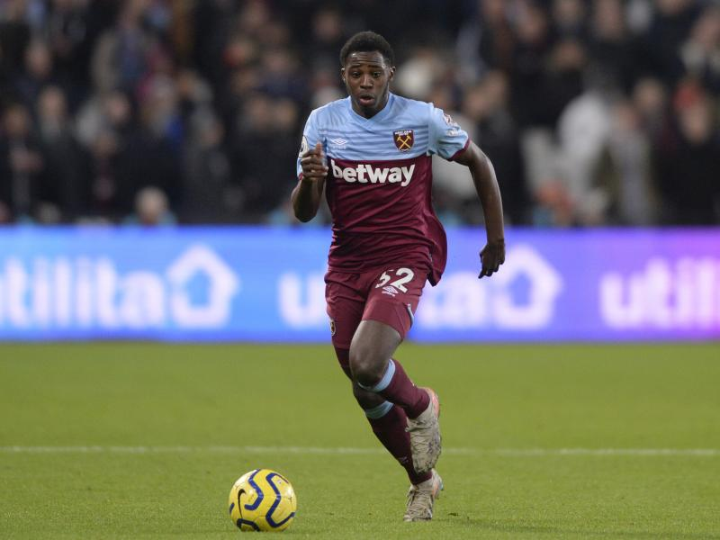 Watford are on the verge of signing former West Ham right-back Jeremy Ngakia