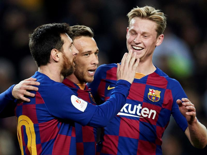 🔴🔵 Watch: Messi and Pique score in Barcelona 2-1 Kyiv