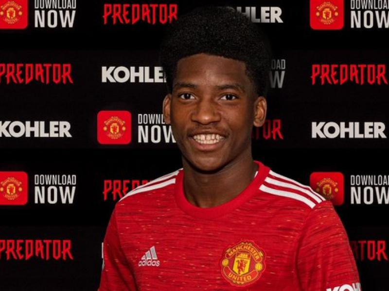 🔴 Manchester United sign defender Willy Kambwala from Sochaux