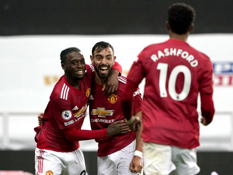 Newcastle United 1-4 Man United: Late Red Devils' flurry sees off the Magpies