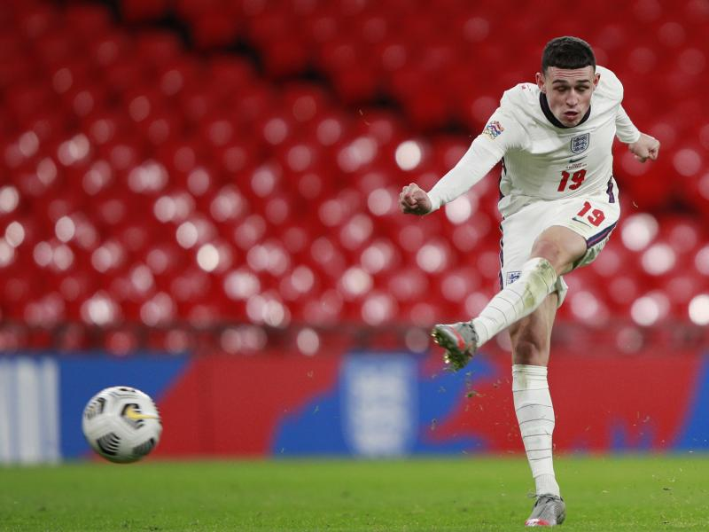 🏴 Phil Foden gets new striking hairstyle for the Euros
