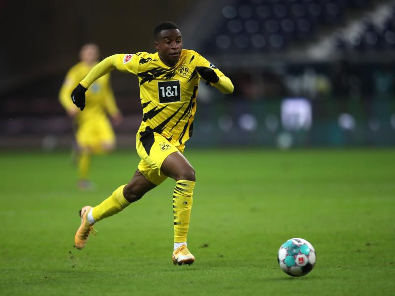 🟡 History for Dortmund youngster Youssoufa Moukoko in Zenit test