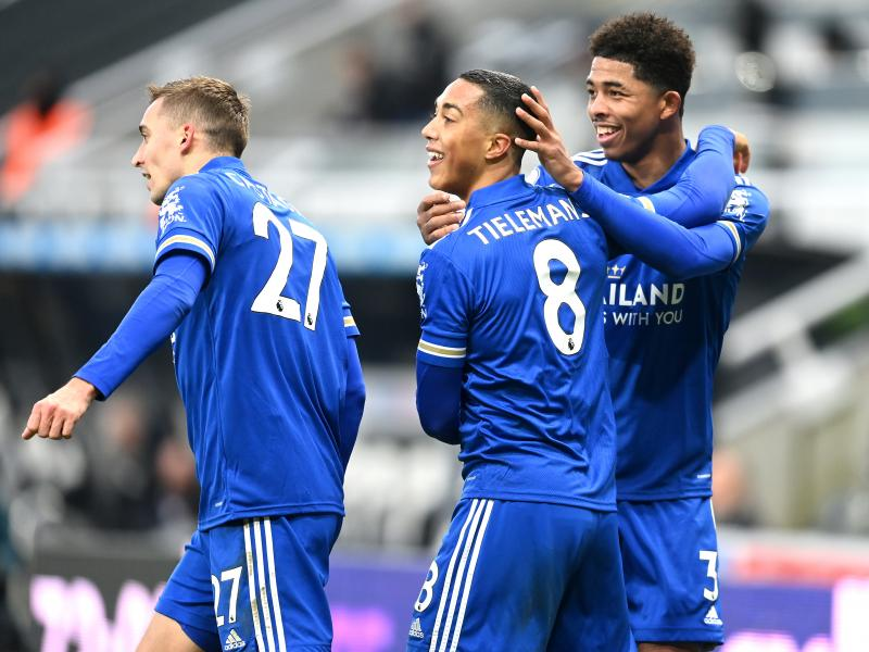 Newcastle 1-2 Leicester: Foxes edge out Magpies to keep pace with leading duo