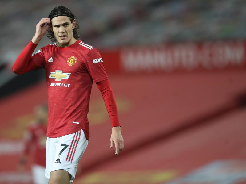 Man United face penalty fee if they do not extend Edi Cavani's contract
