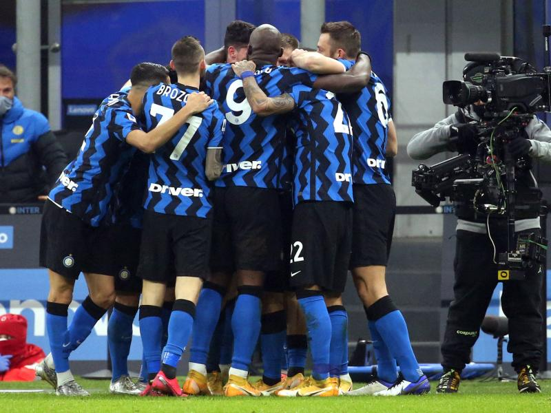 Clinical Inter stun Juventus to move joint top of Serie A