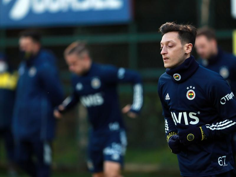 🔵🟡 Watch: Ozil enjoys first training at Fenerbahce with big smiles