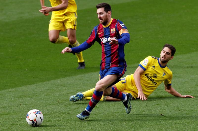 Barcelona enter new contract talks with Lionel Messi
