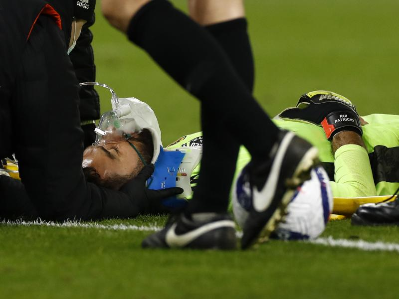 Rui Patricio suffers worrying head injury in Wolves defeat to Liverpool