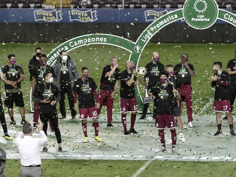 😳 Costa Rican giants Deportivo Saprissa announce three different coaches in five hours