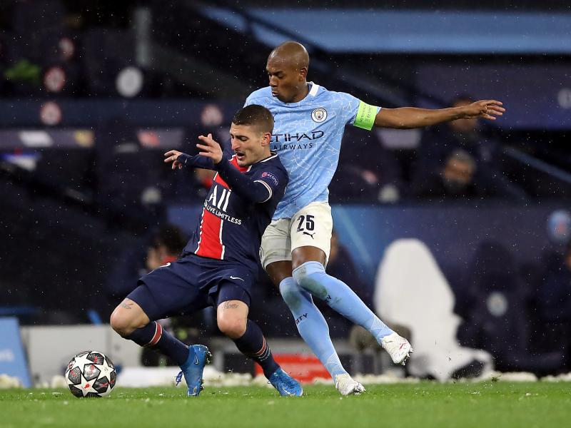 Manchester City in advanced talks to extend Fernandinho's contract