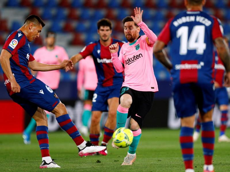 Levante 3-3 Barcelona: Catalans denied chance to rise to summit