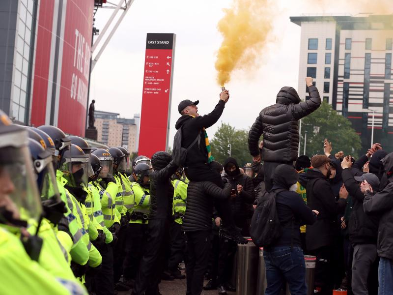 Manchester United fans risk another postponement as protesters block Liverpool team bus